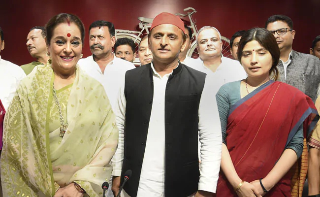 SP fields Shatrughan's wife Poonam Sinha from Lucknow