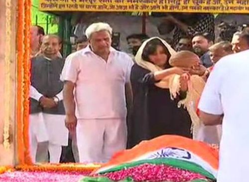 Bansuri Swaraj performing last rites of her mother, Sushma Swaraj